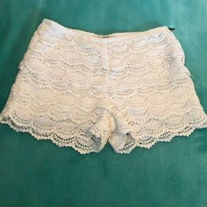 Size 5 white lace shorts with side zipper